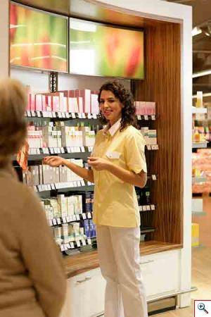 Capi da lavoro igienici ed eleganti per il Wellness? MEWA propone la linea Serviceline S